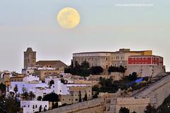 Dalt Vila (Xavier Mas Ferr) Tags: city moon luna fullmoon ibiza moonrise eivissa lluna balears daltvila photopills