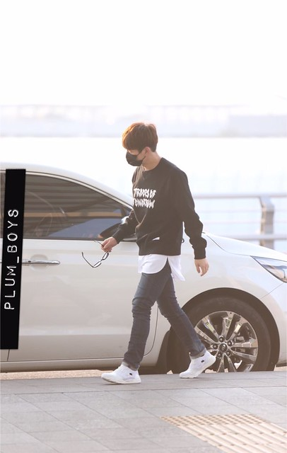 160328 Onew @ Aeropuerto de Incheon {Rumbo a China} 26014386391_6ce22553f1_z
