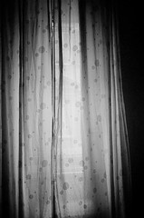 curtains at dawn (uwaka) Tags: blackandwhite blancoynegro film 35mm dawn contax amanecer curtains pelicula gloom analogue cortinas compact kodak400 penumbra analogico