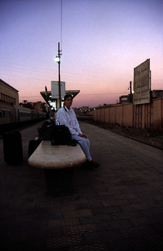 "Ägypten 1999 (004) Luxor: Auf dem Bahnhof • <a style=""font-size:0.8em;"" href=""http://www.flickr.com/photos/69570948@N04/26367623710/"" target=""_blank"">View on Flickr</a>"