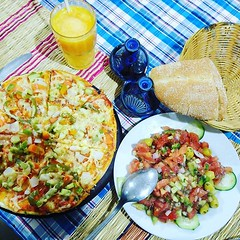 Quick pre dinner snack; pizza, salad... (Something_to_Declare) Tags: atlasmountains uploaded:by=flickstagram instagram:venuename=jebeltoubkal instagram:photo=114433382218898520251275645 instagram:venue=235629326 moroccochronicles