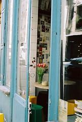 A nice coffee shop in Marais (lucapascotto) Tags: paris film 50mm t3 manualfocus analogic filmphotography f17 portra160 manualexposure konicaautoreflex konicahenanon