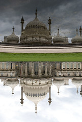 Royal Pavilion, Brighton, United Kingdom (Tiphaine Rolland) Tags: uk greatbritain sea england mer reflection water sussex seaside eau brighton upsidedown unitedkingdom south palace reflet gb palais angleterre channel manche sud seasideresort royalpavilion 2016 balnaire indianstyle rflexion royaumeuni grandebretagne borddemer citbalnaire pavillonroyal styleindien