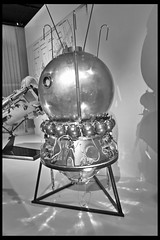 vostok 1 bemand ruimtevaartuig 01 1961 (science museum londen) (Klaas5) Tags: uk greatbritain england london museum unitedkingdom britain capsule soviet sciencemuseum spacecraft engeland ussr cccp grootbrittanie verenigdkoninkrijk ruimtevaartuig wetenschapsmuseum verenigdkoningkrijk picturebyklaasvermaas cosmonautsbirthofthespaceage