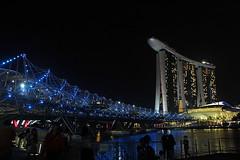 Helix Bridge and Marina Bay Sands (Yukkuriko) Tags: singapore singapur marinabay bearbeitet marinabaysands ilightatmarinabay ilight2016
