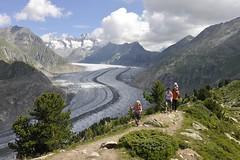 Gratwanderung-Familie (aletscharena) Tags: schweiz sommer wallis wandern familien aletschgletscher unescowelterbe naturphnomen aletscharena aletscharenach