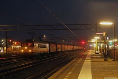 20160105 LC 9908 + leeg staal, Uitgeest (Bert Hollander) Tags: blauw 1600 loc lc serie longshutter trein uitgeest locomotief eloc 9908 locon utg uurtje shimmns staaltrein 47500vlbvhc