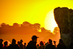 The Sunrise (Le monde d'aujourd'hui) Tags: autumn sun sunshine sunrise stonehenge wiltshire equinox neolithic ancientmonument autumnequinox dolmiens