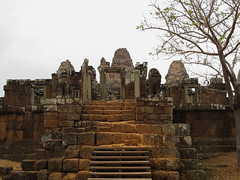 "Angkor: le temple du Mébon oriental <a style=""margin-left:10px; font-size:0.8em;"" href=""http://www.flickr.com/photos/127723101@N04/24268939376/"" target=""_blank"">@flickr</a>"