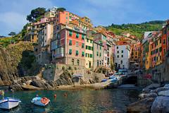 Riomaggiore, Cinque Terre , Italie (jjcordier) Tags: mer port village cte cinqueterre italie riomaggiore ligurie