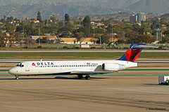 Delta Airlines, Boeing 717-200 (Ron Monroe) Tags: boeing lax airlines 717 airliners deltaairlines klax n996at