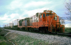 IC GP10 8019 (Chuck Zeiler) Tags: railroad train ic locomotive icg 8019 gp10