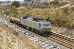 De paseo (evarujo) Tags: barcelona train tren railway rosco prima canonef2470mmf28lusm penedes renfe adif cantunis santsadurní constanti vossloh riudecanyes canoneos7d continentalrail 333320