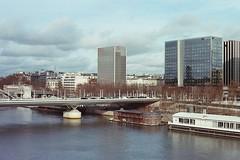 Paris - Canon AE1 (1976) (StephanExposE) Tags: winter paris france film water seine canon river 50mm eau ae1 riviere iledefrance argentique fleuve hivers stephanexpose