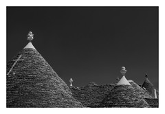 Alberobello (kurtwolf303) Tags: italien bw italy topf25 topf50 topf75 europe italia 500v20f roofs sw topf150 topf100 trulli alberobello dcher apulien 900views 750views 1500v60f 250v10f monochromefineart unlimitedphotos canoneos600d canont3i artbwbtra