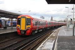 387210 (matty10120) Tags: station train transport rail railway junction class express clapham gatwick 387 thameslink