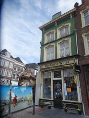 """Winkel ingestort pal naast voormalig woonhuis van Jeroen Bosch souveniswinkel """"De Kleine Winst"""" 's Hertogenbosch (willemalink) Tags: jeroen s van bosch hertogenbosch woonhuis voormalig dekleinewinst souveniswinkel"""