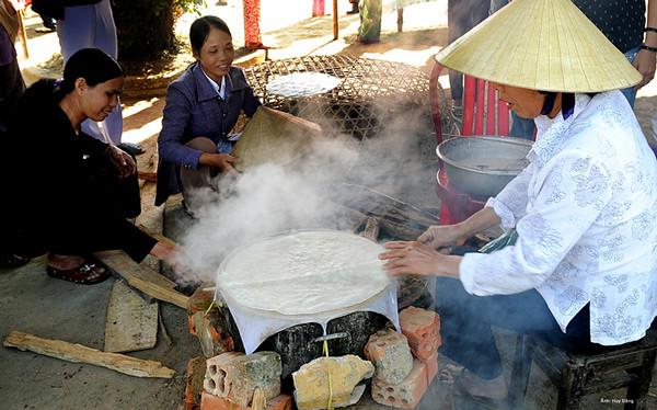 Làng nghề bánh tráng Túy Loan