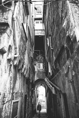 Claustrophobia (-Makar79-) Tags: street people blackandwhite monochrome mono italia liguria streetphotography genova fullframe biancoenero 6d vicoli caruggi 24l canonprime centrostoricodigenova noiliguri canonef24mmf14liiusm 24lmkii