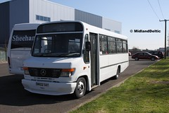 Universal PSV WK02SAT, Conniberry Junction Portlaoise, 20-04-2016 (MidlandDeltic) Tags: bus mercedesbenz westerngreyhound o814 wk02sat universalpsv