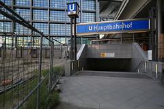 U-Bahnhof (U55) Hauptbahnhof - Eingang (Pascal Volk) Tags: berlin underground subway metro platform bahnhof wideangle railwaystation ubahn wa 20mm ww subwaystation mainstation centralstation ubahnstation metrostation ubhf superwideangle undergroundrailway sww berlinhauptbahnhof bvg berlinmitte uwa weitwinkel swa rapidtransit vbb ultrawideangle metrosystem uww untergrundbahn ubf ubahnhaltestelle berlinubahn ultraweitwinkel superweitwinkel berlinerverkehrsbetriebe u55 canonef1635mmf4lisusm canoneos6d uhst