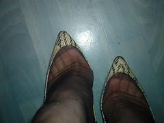 IM007087 (grandmacaon) Tags: highheels stilettos lowcut talonsaiguille hauttalons hautstalons lowcutshoes toescleavage