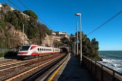 ETR 460 n 22 (Enrico Bavestrello) Tags: railroad sea italy train nikon italia liguria railway zug trains trainspotting trenitalia ferrovia treni ferrovie pendolino zoagli highspeedtrain etr460 nikond5000 frecciabianca etr46022 etr460fb