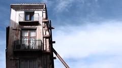 Precari (lluiscn) Tags: sky building canon edificio cel ruina ruinas cielo viga blau fachada precari edifici ruines detall façana biga 600d suport ruinós