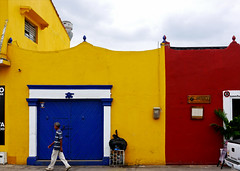 photo - Colorful Cartagena (cropped) (Jassy-50) Tags: door building architecture photo colorful colombia cartagena bluedoor primarycolors colorfularchitecture