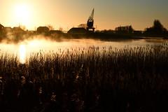 Hollandsche IJssel (moondancer204) Tags: mist water river nevel ship ijssel landschap rivier scheepvaart monico binnenvaart zonsopkomst nieuwerkerkaandenijssel hollandscheijssel ochtendmist sereniteit