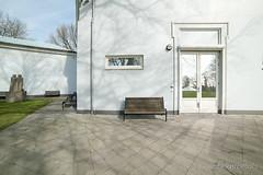 sunny side (janneke.roelofs) Tags: arnhem bank seats gras zon buiten bankje tegels spiegeling reflecties loneley lonelyseats diagonaal museumvoormodernekunst