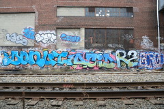 donut acid r2 gorgo (Luna Park) Tags: nyc ny newyork graffiti acid tags donut lunapark r2 velo trackside gorgo gorgon 907 zn lae phonoh