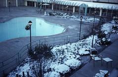 Holiday Inn Country Club Plaza, Kansas City, (elektrowuerstel) Tags: snow kansascity swimingpool holidayinncountryclubplaza