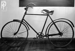 Bicicleta (-Patt-) Tags: old blackandwhite bw blancoynegro bike uruguay bicicleta bn montevideo antiguo veraneo chinazorrilla museozorrilla