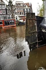 Amsterdam, Brouwersgracht, Rudder-Less (Nik Morris (van Leiden)) Tags: holland netherlands amsterdam canal nederland jordaan brouwersgracht