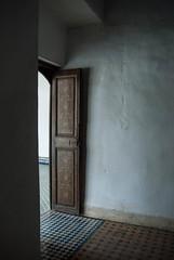 Porte ouverte (lekconcept) Tags: door shadow morocco marrakech softlight floortile
