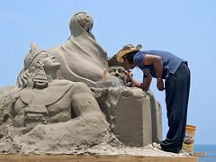 Artsta de la arena (Juan Ig. Llana) Tags: mxico mar esculturas andamio playa arena concurso veracruz exhibicin escultores artstas