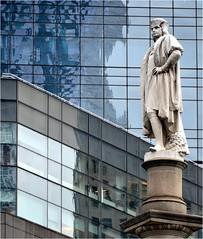 Le monument au centre de Columbus Circle a t cr par le sculpteur italien Gaetano Russo, et  rig en 1892 dans le cadre de la commmoration du 400ime anniversaire du dbarquement de Christophe Colomb dans les Amriques. (Barbara DALMAZZO-TEMPEL) Tags: nyc manhattan columbuscircle centralparksud