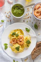 IMG_8647_exp-2 (Helena / Rico sin Azcar) Tags: pasta basil pesto shrimps gambas albahaca