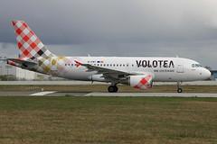 Airbus A319-112 Volotea Airlines EI-FMT (herpeux_nicolas) Tags: airbus v7 a319 voe nte a319100 a319112 nantesatlantique lfrs cn2113 davwq volotea voloteaairlines msn2113 eifmt hanvolo mamallegoenunrato mamanjarrive