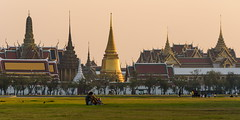 Romance in Thailand (TigerPal) Tags: panorama thailand temple evening couple availablelight bangkok buddhist buddhism palace romance lovers grandpalace wat watphrakaew goldenhour emeraldbuddha sanamluang