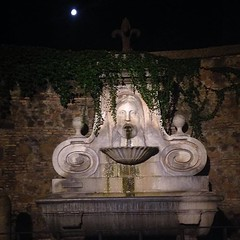 La fontana del Mascherone #fountain #face... (joyaofchiba) Tags: summer italy moon rome fountain face leaves night eternal streetsofrome uploaded:by=flickstagram instagram:photo=1059937478590655443399195313 instagram:venuename=viagiulia instagram:venue=240473894