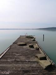 pontile della pace (givanna) Tags: lago pace acqua umbria celeste pontile orizzonte silenzio lagotrasimeno oche tranquillit isolamaggiore
