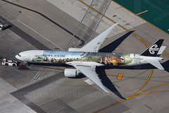Air New Zealand Boeing 777-319/ER ZK-OKP (Flightline Aviation Media) Tags: aviation airnewzealand flightlineaviationmedia bruceleibowitz stockphoto canon50d boeing 777 777300 zkokp hobbitt losangeles airport lax klax 8294711