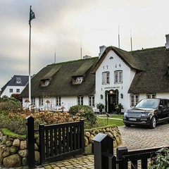 Sylt lifestyle (nickreed5) Tags: white house car germany island sylt rangerover