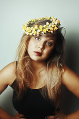 2014 and a Flower Crown (TheJennire) Tags: camera light portrait people luz girl self canon hair cores photography photo eyes colours foto young olhos colores teen ojos blonde indie fotografia camara cabelo pelo cabello 2014 flowercrown tumblr