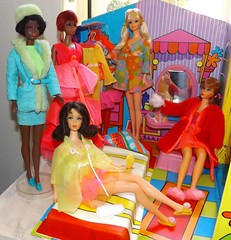 JULIA AND CHRISTIE VISIT (ModBarbieLover) Tags: house 1969 1971 mod doll julia barbie pj tnt marlo