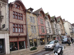 IMG_9149 (NICOB-) Tags: troyes ruelle monuments maison rue centreville aube colombages