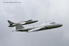 9881 Canberra & Hunter (photozone72) Tags: canon aircraft aviation 7d canberra hunter airshows dunsfold hawkerhunter dunsfoldpark vintagejet midairsquadron