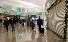 Barcelona Aeroport (Angela Curado) Tags: barcelona father littlegirl viatge padre avi aeroport aeropuerto pare viajar daugther hija maletas filla angelacurado